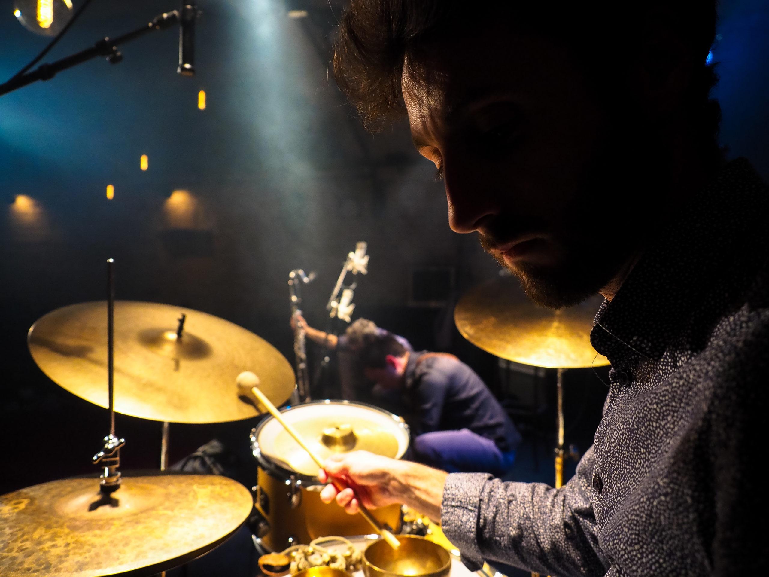 Adrien Desse de Kolm à la batterie