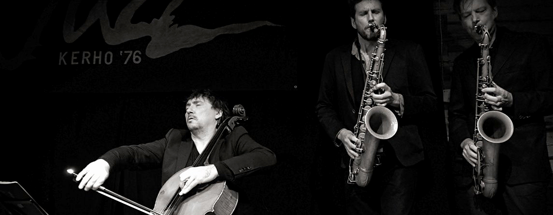Vincent Courtois au violoncelle et, aux saxophones : Robin Fincker et Daniel Erdmann