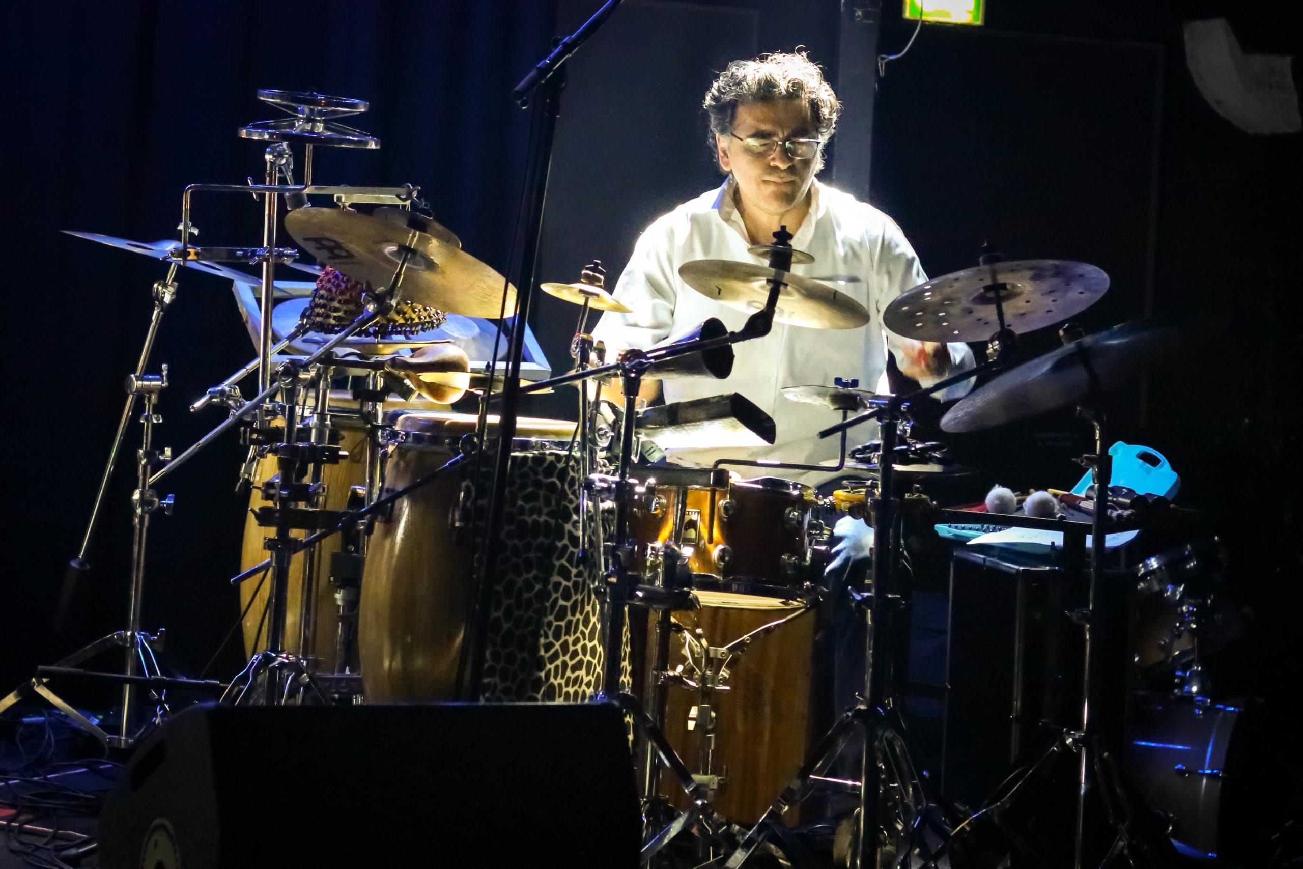 Jorge Costagliola aux percussions