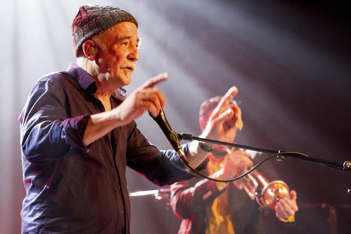 André Minvielle chante et Quentin Ghomari joue de la trompette