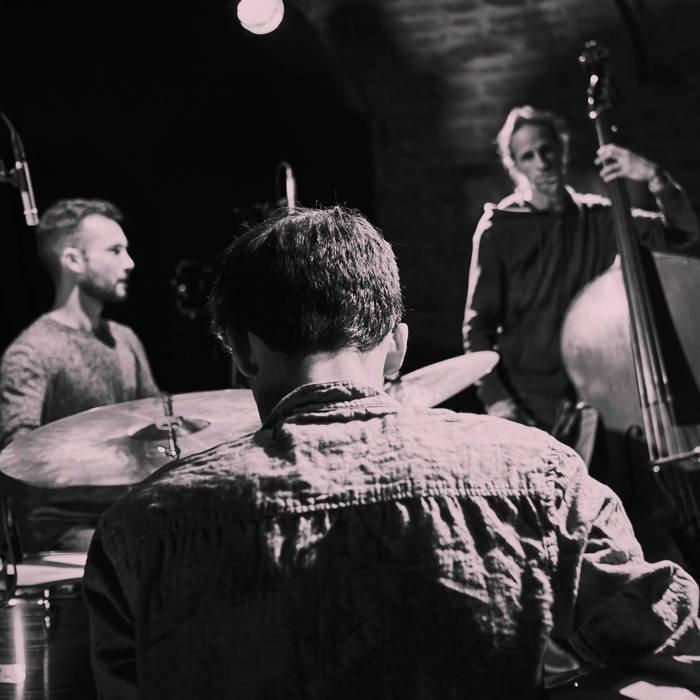 ARK : Joseph Bijon à la guitare, Benoît Keller à la contrebasse, Clément Drigon à la batterie