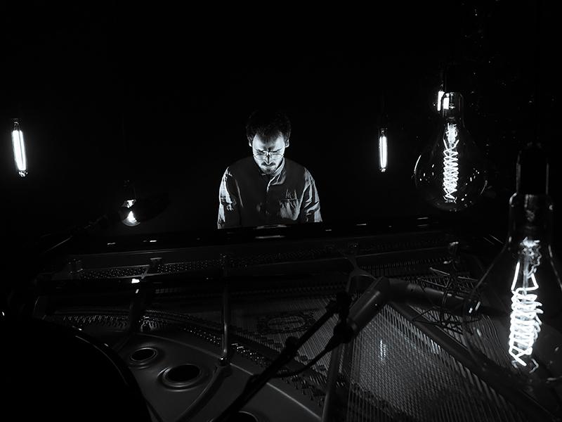 Antonin Néel, pianiste isocèle